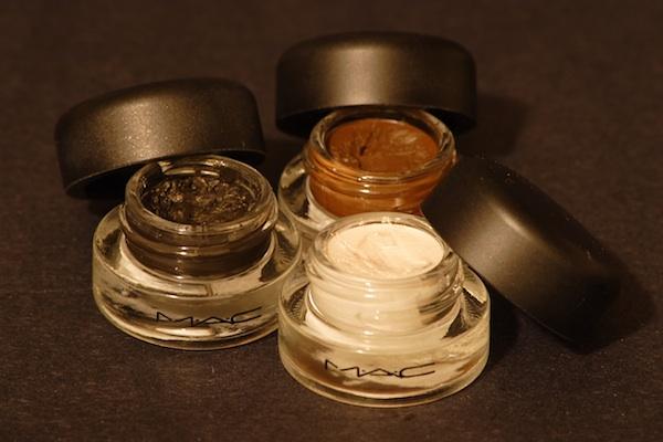 Liquid Eyeliner Fluidline in verschiedenen Farben von MÄC für den perfekten Lidstrich (Foto: ookikioo - Flickr.com - CC BY 2.0)