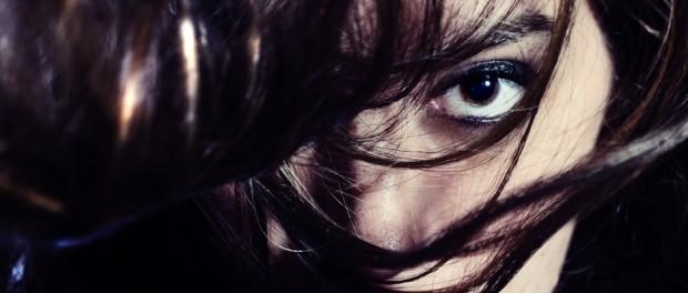 Wie wird Haaröl angewendet und wie wirkt die geschmeidige Substanz?