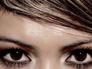 Tipps und Kosmetik gegen ölige Haut