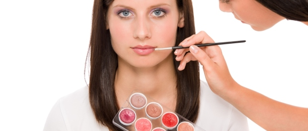 Lippenstyling beim Make-up-Artist