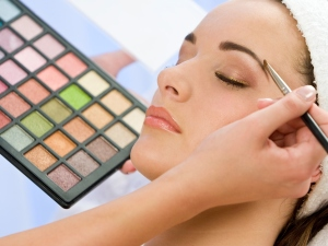 Make-up im Kosmetikstudio