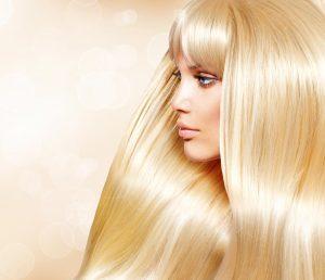 Glatte blonde Haare