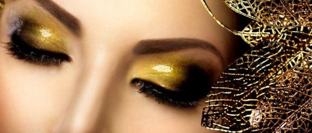Smoky Eyes in Gold-Tönen schminken