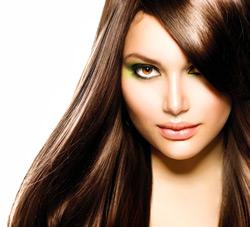 Schönes glattes Haar durch Keratin